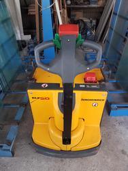 Transpallet Jungheinrich compressore Ceccato e varie attrezzature - Asta 2812