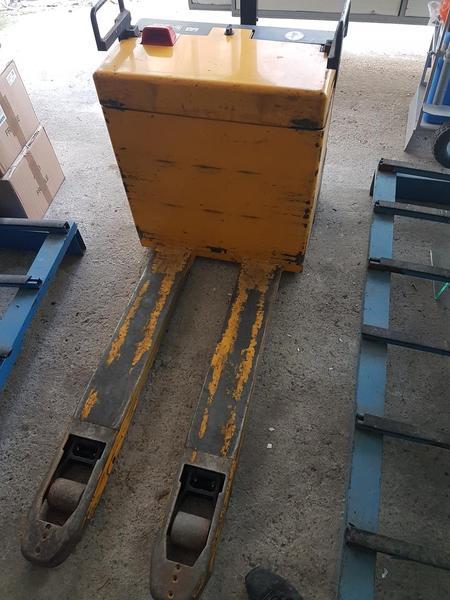 Immagine n. 3 - 2#2812 Transpallet elettrico  Jungheinrich