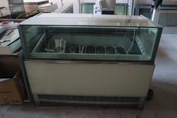 Ice cream display cabinet - Lot 7 (Auction 2823)