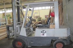 OM forklift - Lot 31 (Auction 2857)