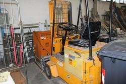 Om lift truck - Lot 3 (Auction 2890)