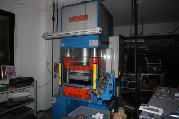 8#2907 Pressa Locatelli Meccanica con pannello di controllo