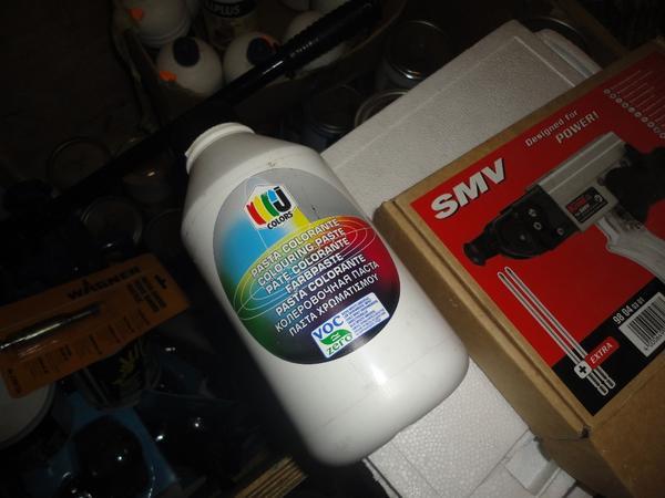 Immagine n. 13 - 3#2955 Sacchi di intonaco e latte di idropittura