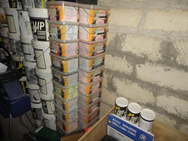 Immagine n. 16 - 3#2955 Sacchi di intonaco e latte di idropittura