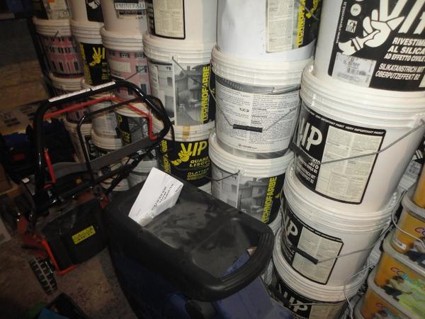 Immagine n. 18 - 3#2955 Sacchi di intonaco e latte di idropittura