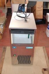 Ice maker machine - Lot 12 (Auction 2958)