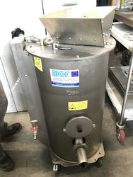 Squeezing mf discontinuous centrifugal system for oil extraction - Lot 8 (Auction 2979)