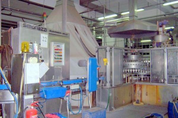 49#2996 Macchine per  preparazione e riempimento di succhi di frutta da prodotto semilavorato
