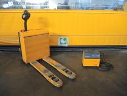 Jungheinrich pallet truck - Lot 22 (Auction 3064)