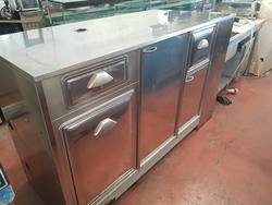 Counter with 3 doors - Lot 17 (Auction 3084)