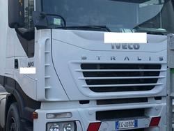 Trattori stradali Iveco e semirimorchio Acerbi - Lotto  (Asta 3126)