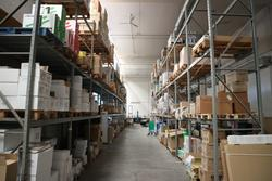 Metallic and modular shelving - Lot  (Auction 3136)