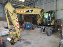 Escavatore e rullo compressore Caterpillar - Lotto  (Asta 3141)