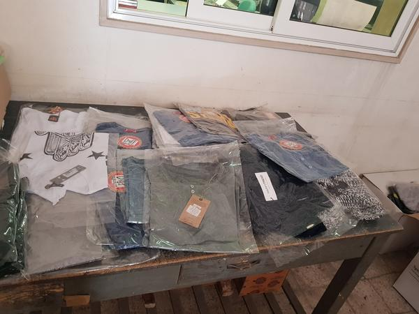 Immagine n. 18 - 4#3157 Abbigliamento uomo donna