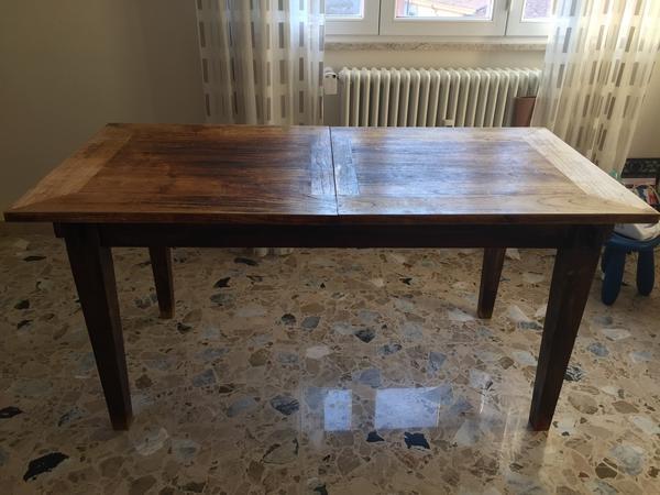 Immagine n. 1 - 1#3245 Tavolo in legno e complementi arredo