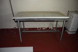 Tavolo in acciaio - Lotto 46 (Asta 3256)
