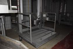 Cleaning platform - Lot 7 (Auction 3256)