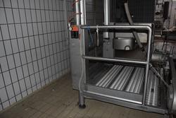 Pre skinning platform Rovani Engineering   manufacturing Srl - Lot 8 (Auction 3256)