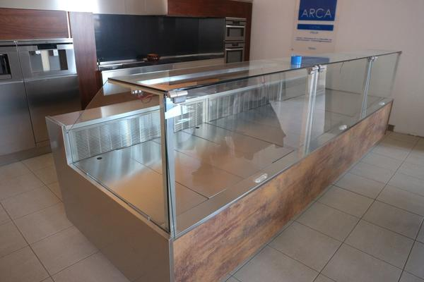 Lot Kitchen with bank