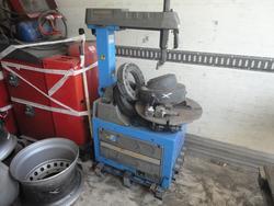 Macchina smontagomme HPA e pneumatici Pirelli - Lotto  (Asta 3273)