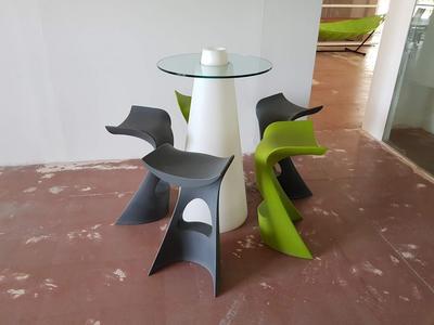 Lotto tavolino e sgabelli da esterno