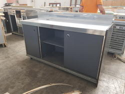 Bar counter with sliding doors - Lot 7 (Auction 3329)