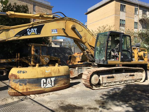 1#3334 Escavatore cingolato Caterpillar 330 CLH