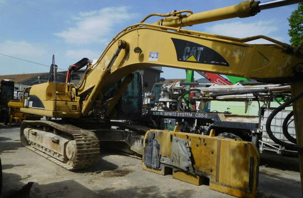 Lot Caterpillar 330 CLH