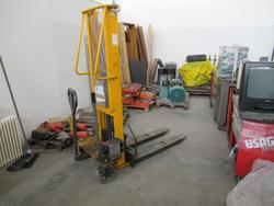 Facial hydraulic lifter and logistic elements - Lot 3 (Auction 3359)