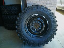 N 4 new Extreme 235 75 15 tires - Lot 121 (Auction 3362)
