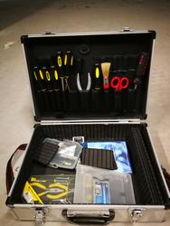 Aluminum suitcase with small equipment inside - Lot 75 (Auction 3362)
