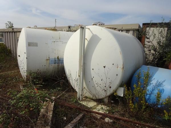 67#3380 Cisterne in vetroresina e serbatoio gasolio