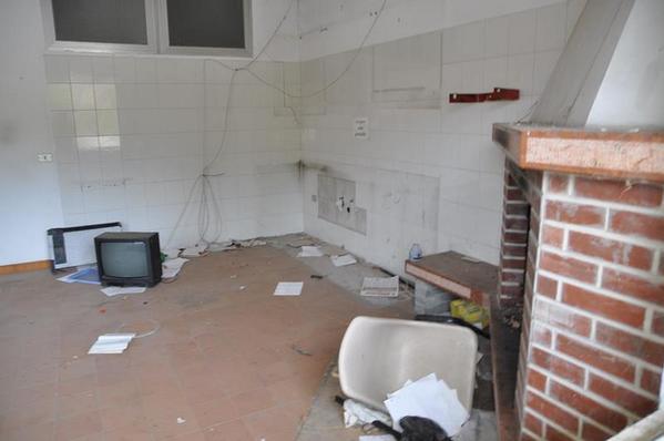 90#3381 Cucina complata sala mensa e arredi ufficio