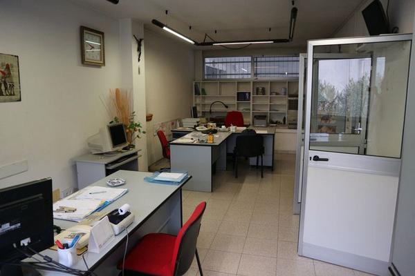 Arredamento Ufficio Usati In Vendita : Arredo ufficio usato vendita arredamento bar usato