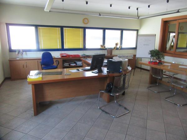 Plafoniere Per Ufficio Usate : Arredo ufficio usato vendita arredamento bar