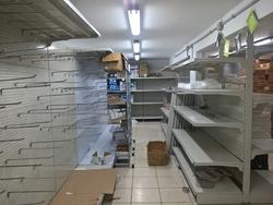 Shelves and shop windows - Lot 3 (Auction 3424)