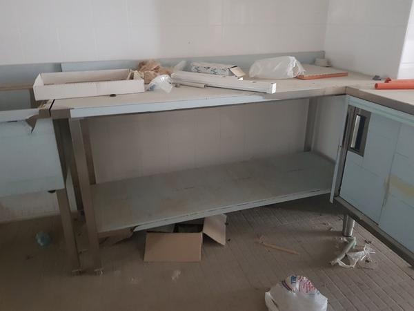 Immagine n. 3 - 4#3428 Lavello e tavolo inox