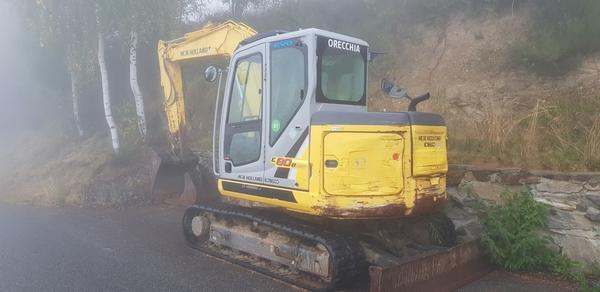 Lot New Holland hydraulic excavator