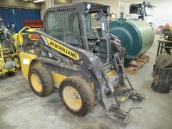 New Holland self propelled skid steer loader - Lot 6 (Auction 3444)