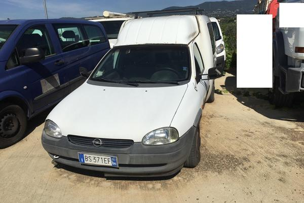 2#3446 Automobile Opel Combo Tour
