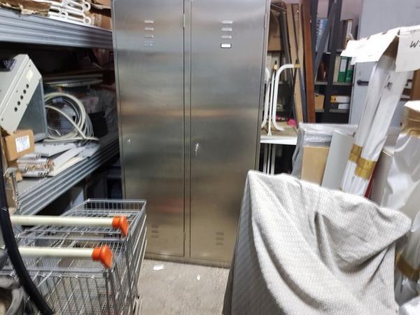 7#3482 Carrelli e armadio