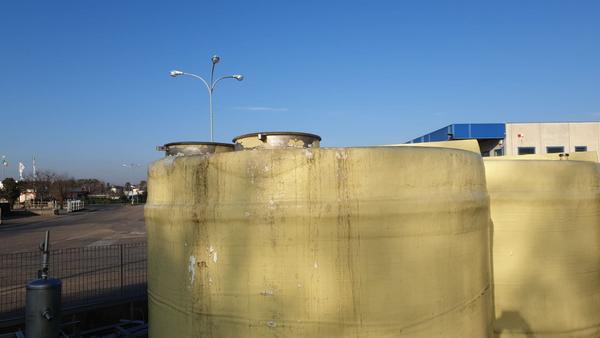 Immagine n. 5 - 24#3529 N.2 cisterne in vetroresina con telaio inox