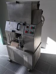 Kneading machine with an automatic cylinder - Lot 2 (Auction 3536)