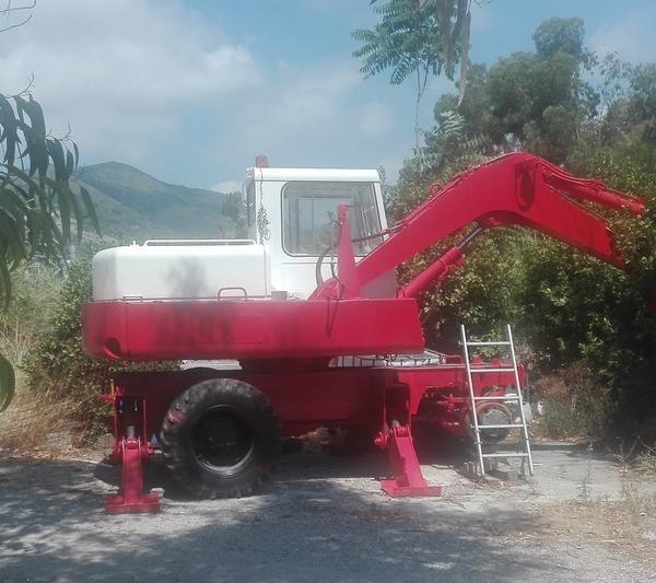 Immagine n. 1 - 5#3575 Escavatore gommato Poclain 60