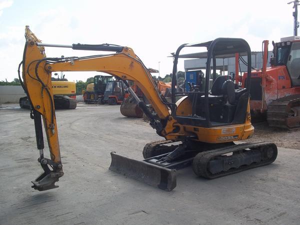 2#3576 Mini escavatore cingolato JCB 8034