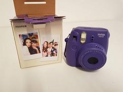 Fotocamera Fujifilm Instax e gruppo di continuità APC - Lotto 183 (Asta 3585)
