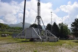 Pali telescopici carrellati e Shelter per telefonia mobile - Lotto  (Asta 3589)