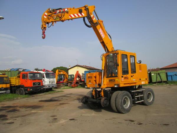 1#3595 Escavatore gommato ferroviario Ameca