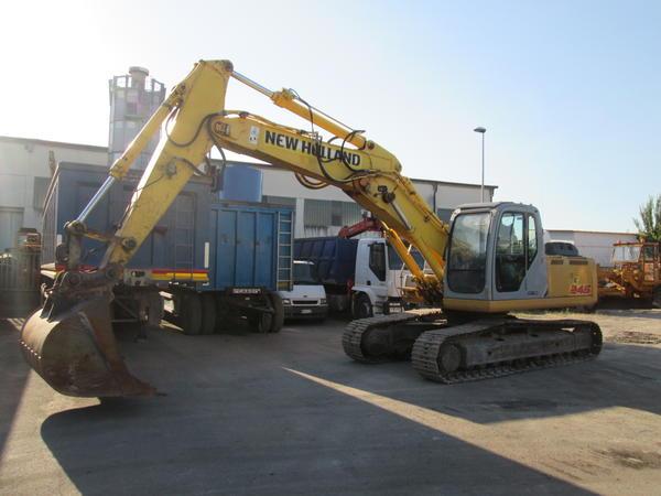 2#3595 Escavatore cingolato New Holland E245B