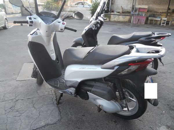 Immagine n. 12 - 2#3642 Motociclo Honda SH 300